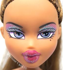 Formal Funk Yasmin Close Up