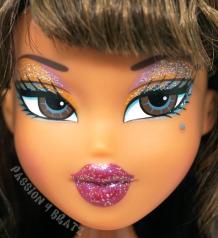 Flashback Fever Yasmin Close Up
